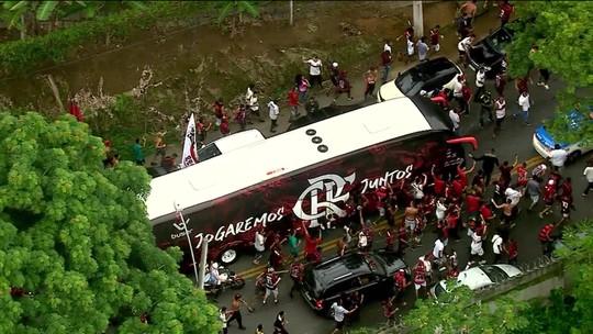 Rumo a Lima! Flamengo treina e deixa Ninho do Urubu nos braços da torcida