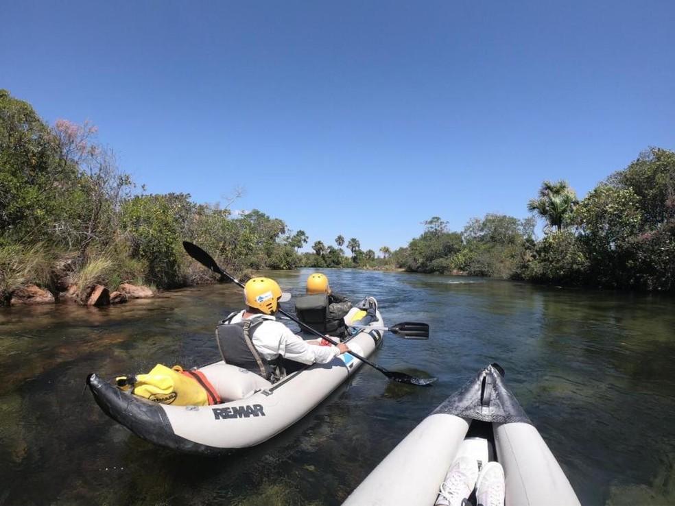 Pesquisadores percorreram rio para estudar pato-mergulhão — Foto: Marcelo Barbosa/Divulgação