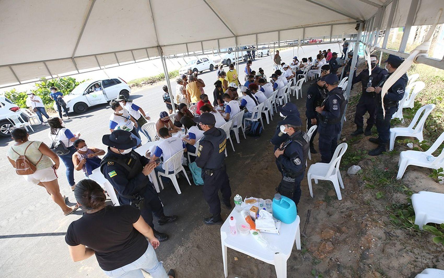 Famílias são realocadas após reintegração de posse em Aracaju