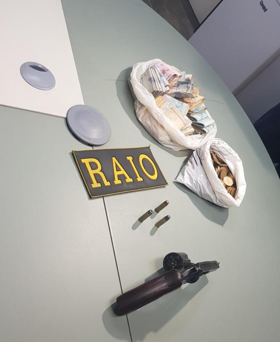 Homem foi capturado após desobedecer uma ordem de parada de uma composição do Raio. — Foto: Rafaela Duarte/ Sistema Verdes Mares