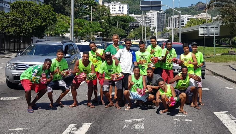 Vendedores que trabalham em sinais do Rio buscam profissionalização (Foto: Affonso Andrade/ G1)