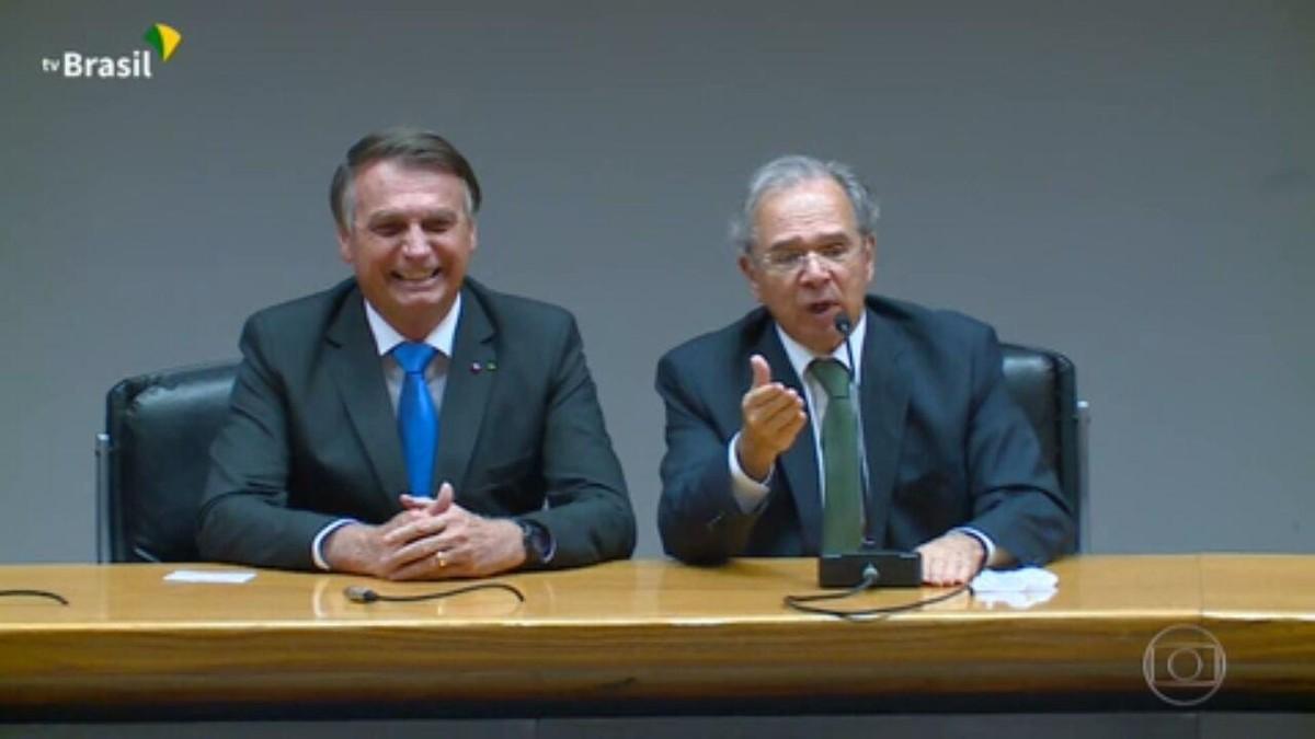 Ao lado de Bolsonaro, Guedes confirma que governo vai desrespeitar teto de gastos para viabilizar Auxílio Brasil