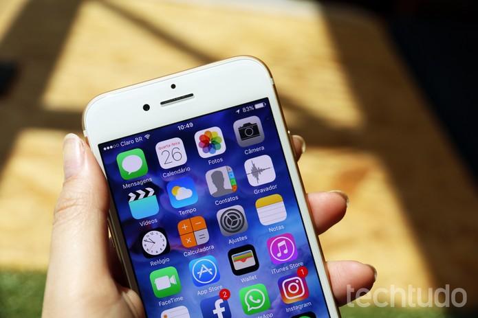 Tela do iPhone 7 continua excelente (Foto: Anna Kellen Bull/TechTudo)