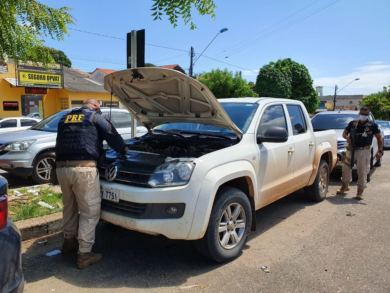 Após denúncia, PRF apreende veículo com ocorrência de roubo e documento falso em Santarém