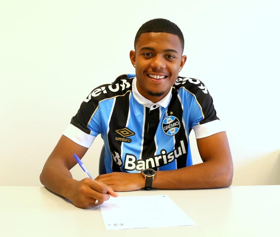 Ericson, lateral-direito do Grêmio, renova com o clube até 2021 — Foto: Grêmio FBPA / Twitter / Reprodução