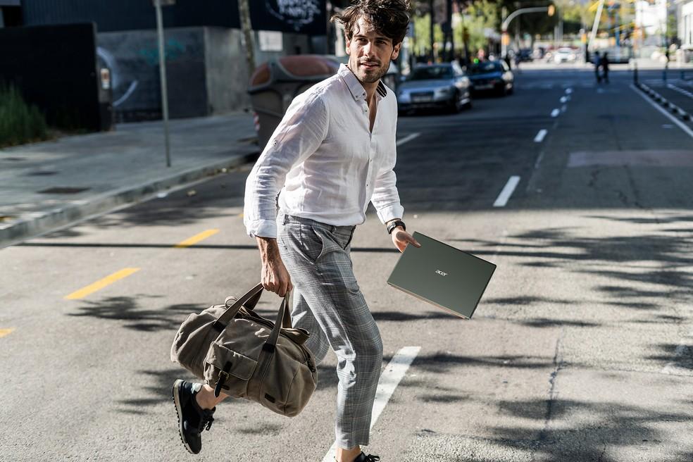 Acer Swift 5 é leve e pode ser transportado sem dificuldades — Foto: Divulgação/Acer