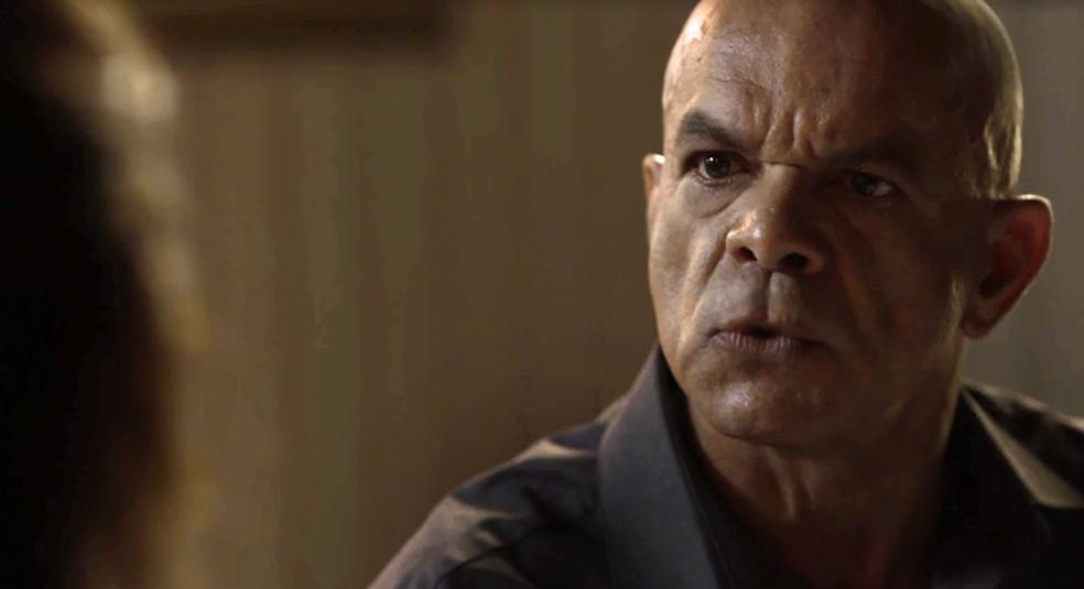 Galdino mostra que morre de medo da cafetina, mas acaba revelando segredo (Foto: TV Globo)