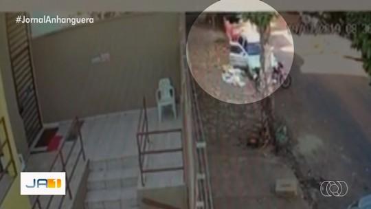 Homem que levava paciente a hospital é assaltado, em Goiânia