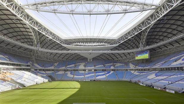O estádio conta um teto feito com um tecido resistente que pode ser recolhido como uma vela. (Foto: Hufton + Crow )