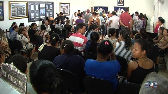 Corpos de crianças mortas em acidente são enterrados em Goiás