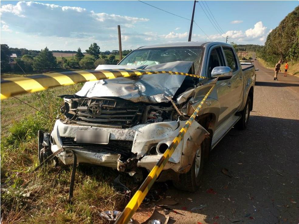 Hilux envolvida em colisão contra Palio que resultou na morte de seis pessoas na tarde deste domingo (10) em Campos Novos (Foto: Jornalismo Simpatia FM/Divulgação)