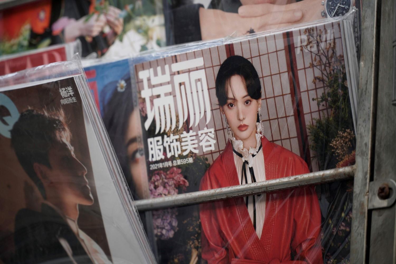 Atriz Zheng Shuang, em capa de revista em Pequim