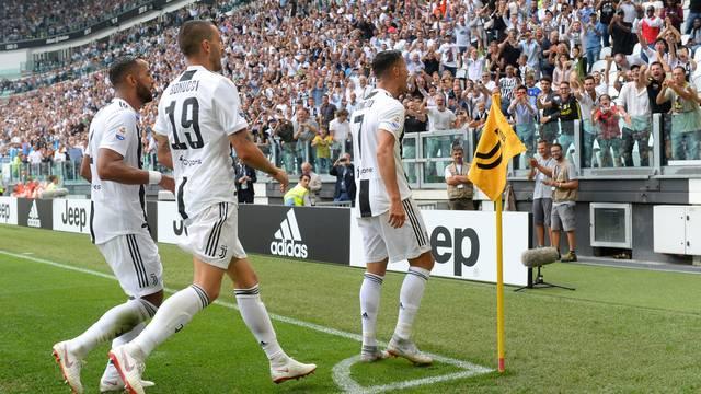 Jogadores da Juventus comemoram gol de Cristiano Ronaldo