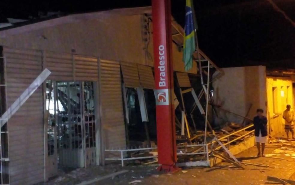 Agência do Bradesco foi explodida em Itagimirim, sul da Bahia (Foto:  Lucas Paulo Monteiro da Silva/ Arquivo pessoal)