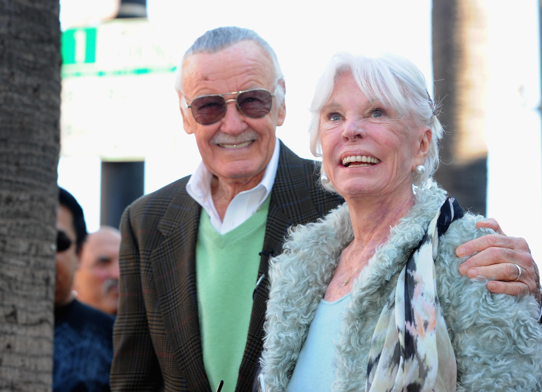 O quadrinista e criador do Universo Marvel, Stan Lee, com a esposa Joan, que morreu em julho de 2017 (Foto: Getty Images)