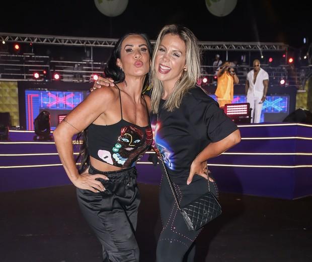 Scheila Carvalho e Carla Perez se encontram  (Foto: Manuela Scarpa/Brazil News)