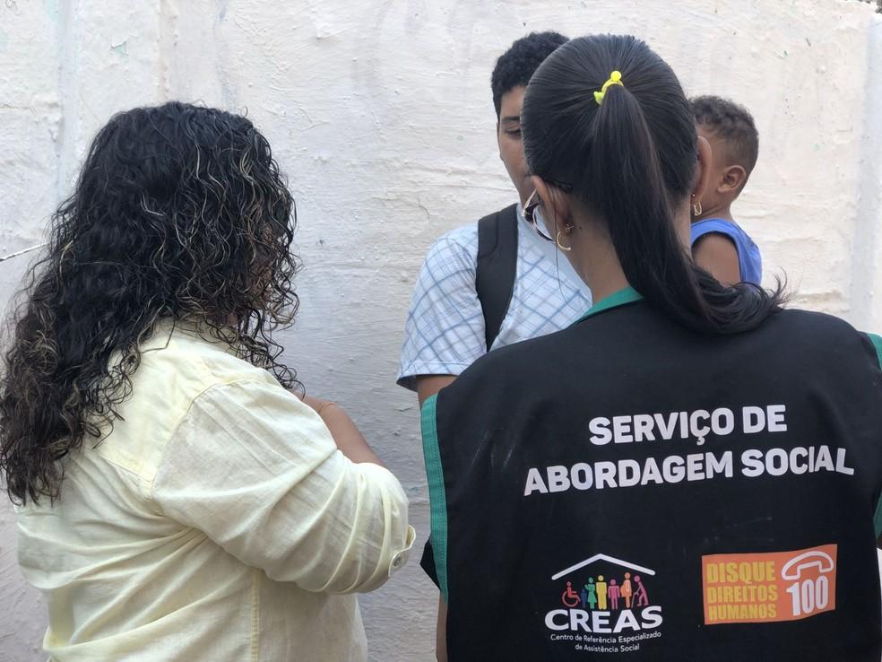 Conselho Tutelar, assistentes sociais e MPE abordaram venezuelanos em Cuiabá — Foto: Ana Luiza Anache/Ministério Público de Mato Grosso