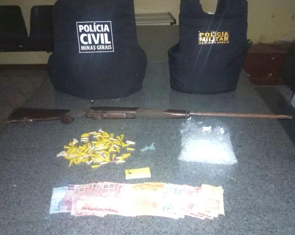 Três mandados de busca e apreensão foram cumpridos (Foto: Polícia Civil/Divulgação)