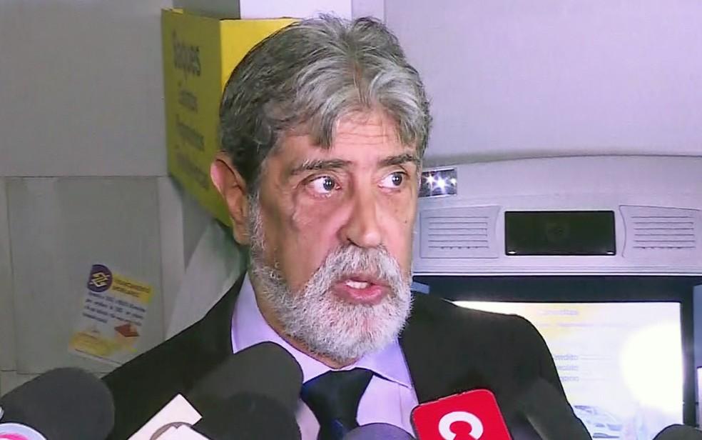 Promotor de Justiça Francisco Santiago, antes da audiência do cunhado de Ana Hickmann, Gustavo Corrêa (Foto: Reprodução/TV Globo)