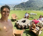 Marcio Garcia mora no Joá, na Zona Oeste do Rio, com a mulher, Andrea, e os quatro filhos, Pedro (18), Nina (16), Felipe (12) e João (7): 'Temos um jardim onde fica todo mundo junto' | Reprodução