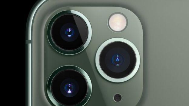 Aparelho lançado pela Apple tem sistema triplo de lentes traseiras (Foto: Apple/ Via BBC News Brasil)