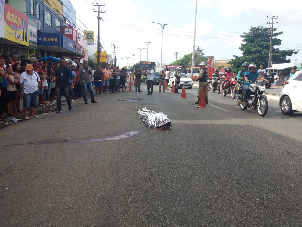 Casal é atropelado por ônibus e mulher morre; Câmera flagra o momento em São Luís - Radio Evangelho Gospel