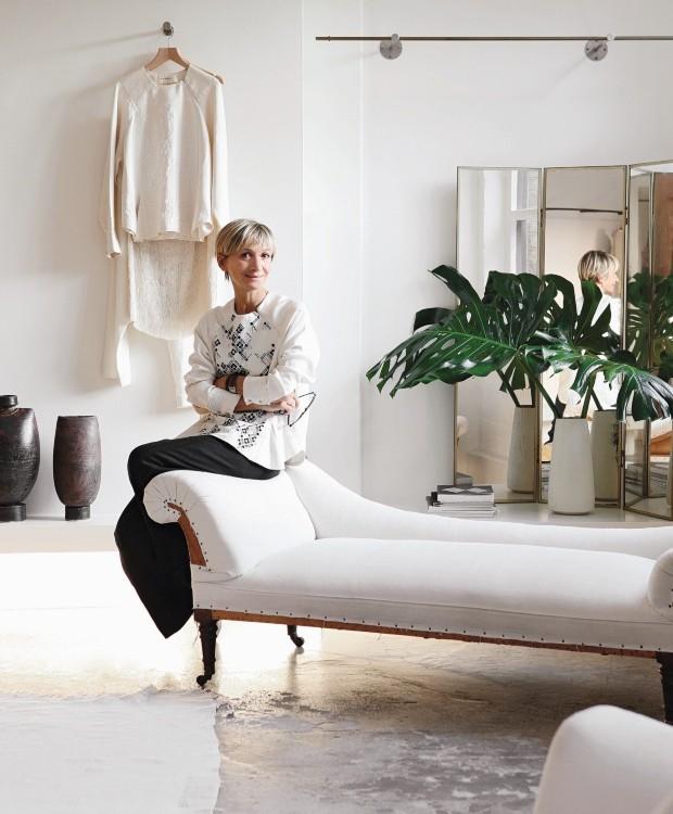 """Minimalismo. A paleta de cores da casa foi inspirada em uma pintura do século 20, feita pelo artista dinamarquês Vilhelm Hammershoi. """"Gosto de cor, mas prefiro os tons mais suaves"""", diz a moradora Anna Valentine (Foto: Elsa Young / Frank Features)"""