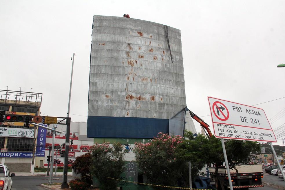 Novo relógio na Avenida Mato Grosso fará a contagem para os 300 anos de Cuiabá (Foto: Luiz Alves/Prefeitura de Cuiabá)