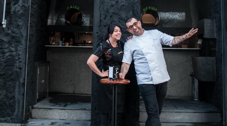 Janaína e Jefferson Rueda, em frente à Sorveteria do Centro (Foto: Divulgação)