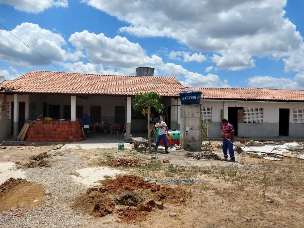 Prefeitura pediu prazo de mais 30 dias para conclusão da obra de escola em Caucaia — Foto: Almir Gadelha/TV Verdes Mares