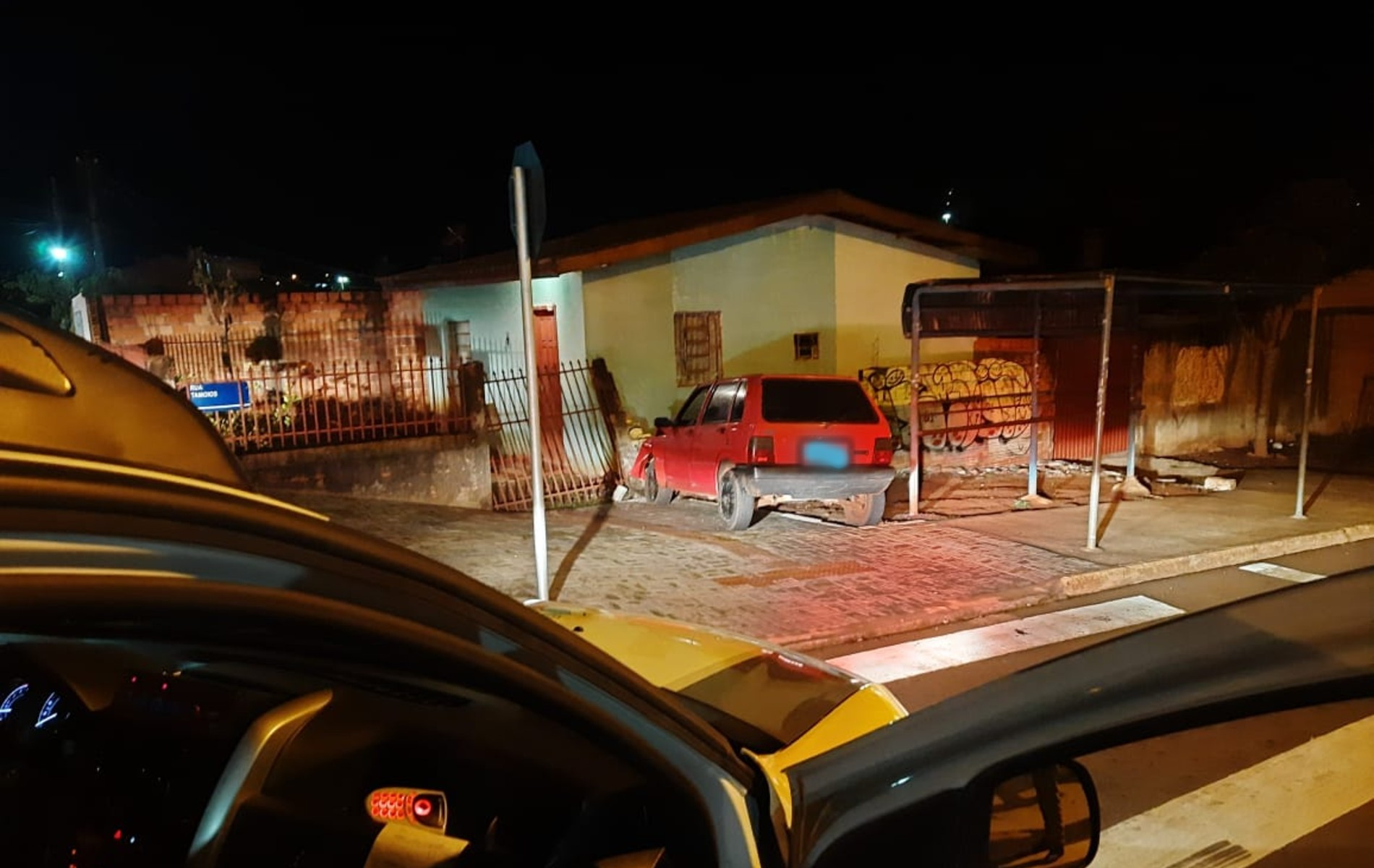 Homem é flagrado empurrando carro furtado e é preso ao tentar fugir em Cascavel, diz PM