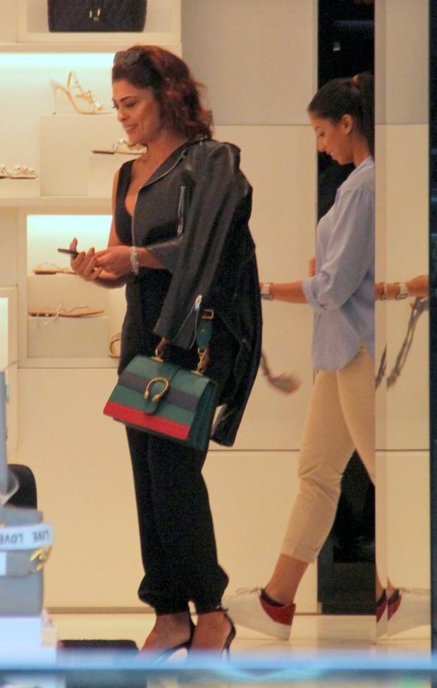 Juliana Paes em tarde de compras com amigas (Foto: J Humberto/AgNews)