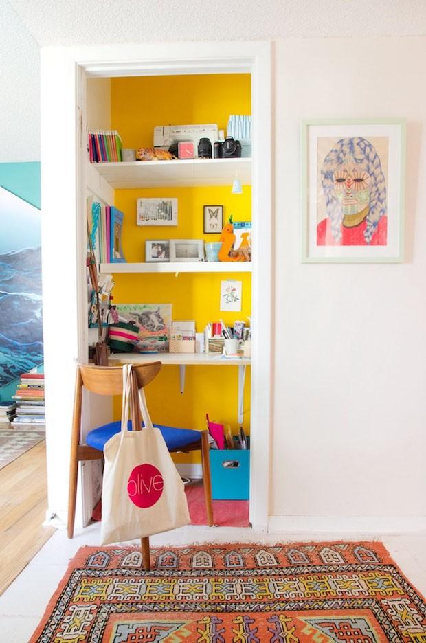 Saiba o que é cloffice e veja ideias de como ter um escritório no armário