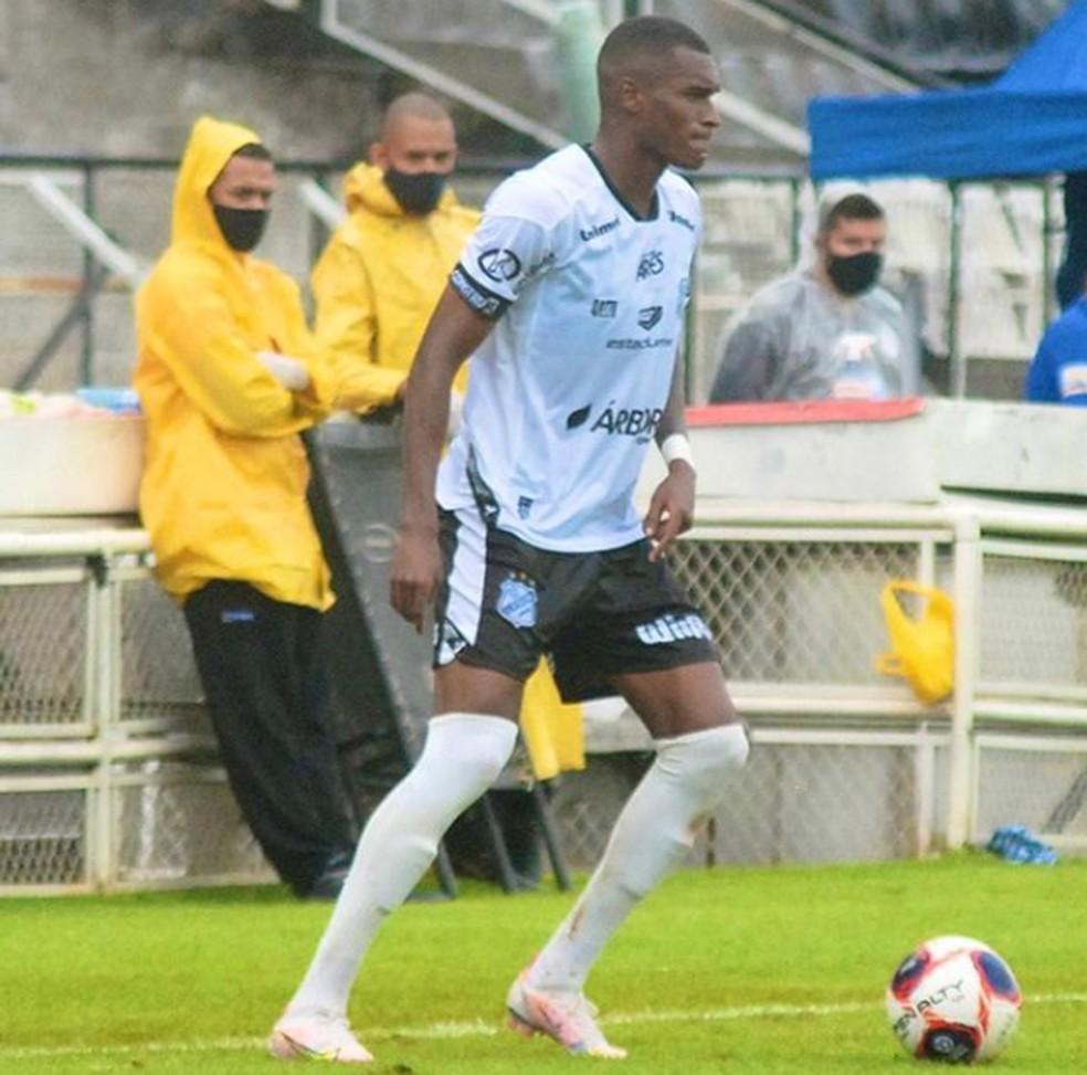 Corinthians aguarda retorno de lateral para ser testado como reserva de Fagner