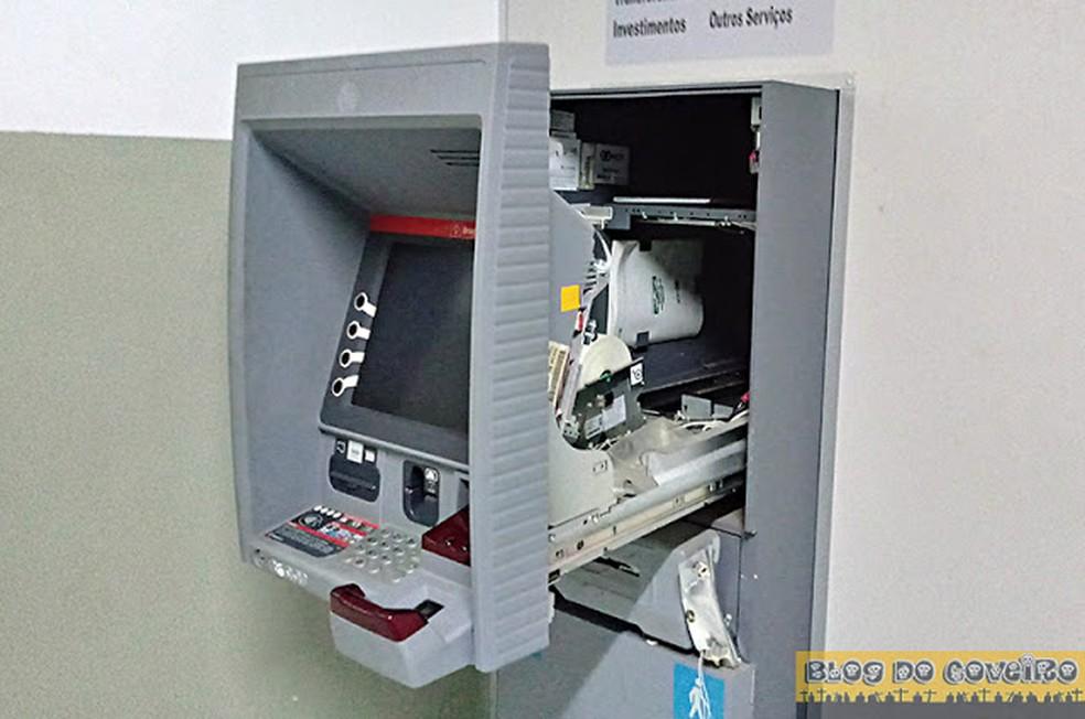 Caixa eletrônico danificado durante ação criminosa em Cocal (Foto: Blog do coveiro)
