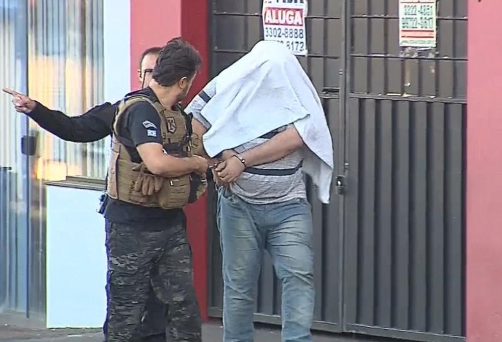 Professor foi preso na manhã desta terça-feira (10) em Assis — Foto: TV TEM/Reprodução