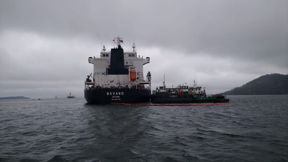 Navio Bavand estava parado na área do Porto de Paranaguá desde junho — Foto: Vanessa Rumor/RPC