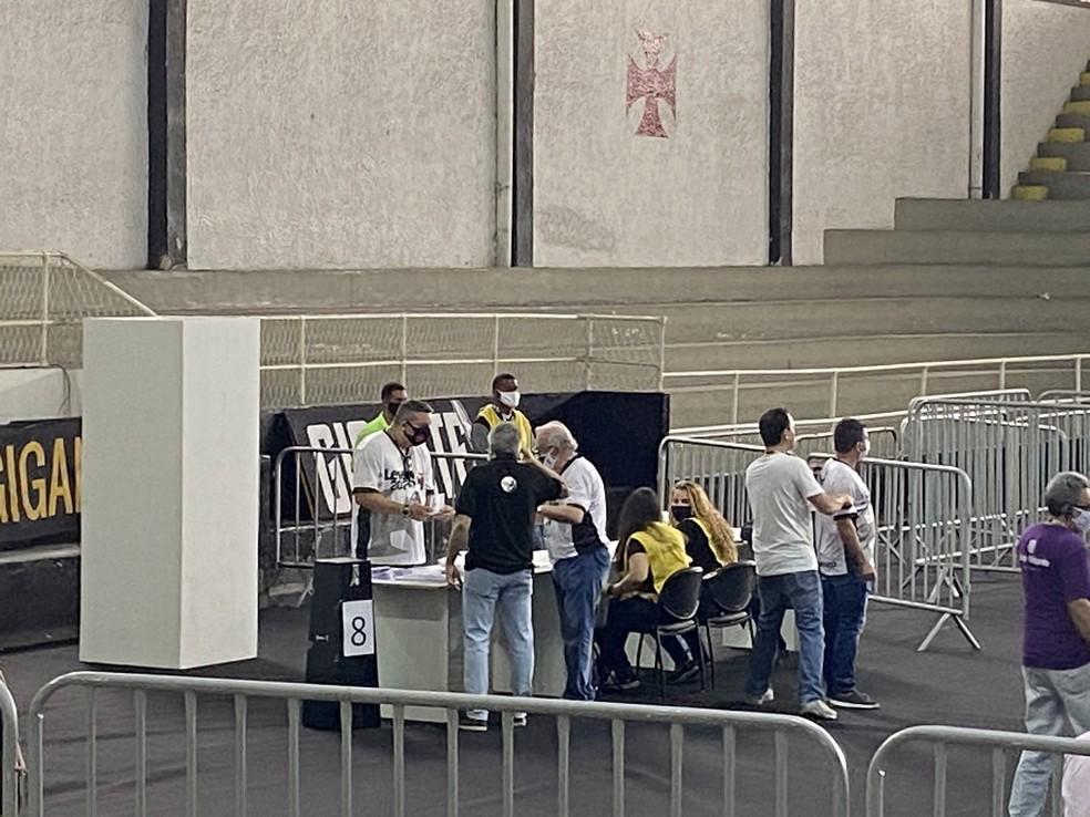 Sócios anistiados do Vasco votarão na urna 8 em São Januário — Foto: Marcelo Baltar