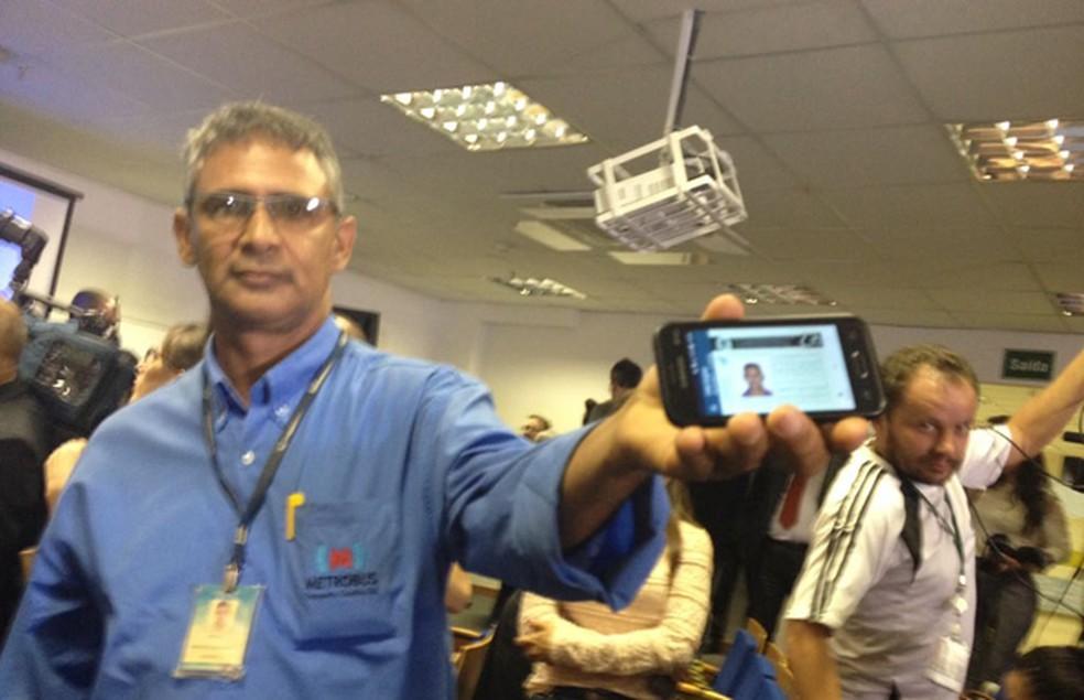 Carlos Honorário Pereira, motorista profissional de Goiás, foi o primeiro a ter a CNH digital (Foto: Raquel Morais/G1)