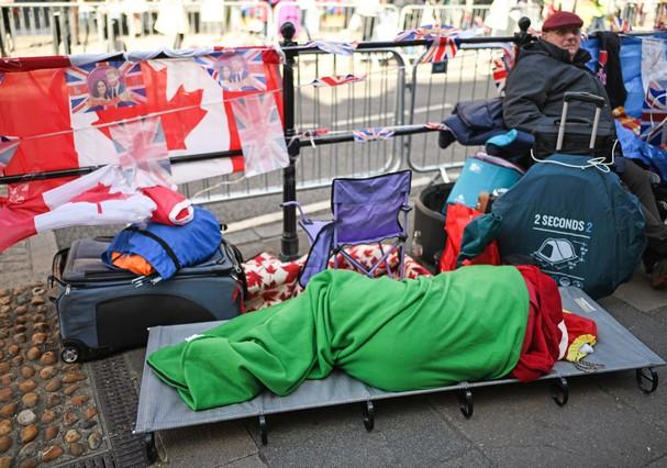 Fãs acampam à espera do casamento real (Foto: Getty Images)