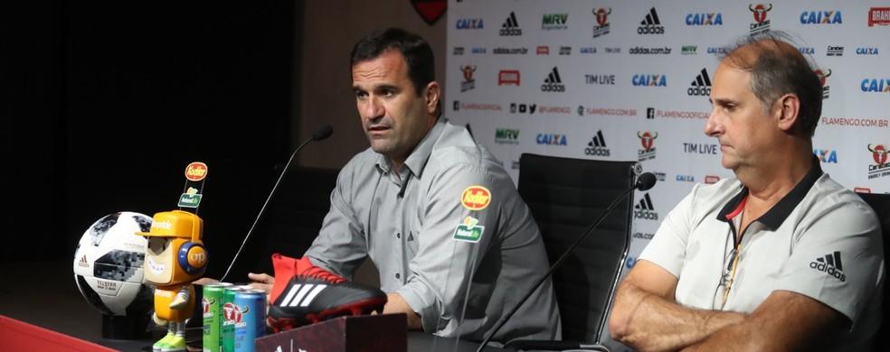 Ricardo Lomba e Carlos Noval: dirigentes do Flamengo foram orientados a não darem declarações sobre Diego Alves — Foto: GIlvan de Souza / Flamengo