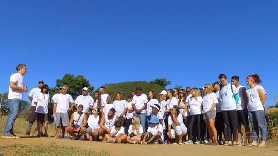 Luciano Huck viaja até São João das Missões para ajudar a ONG Amigos de Minas