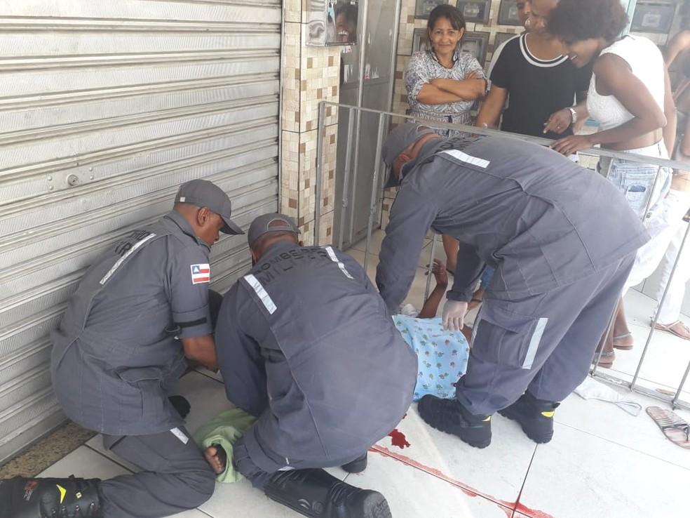 Bombeiros ajudam em parto de mulher em situação de rua — Foto: Bombeiros Militares