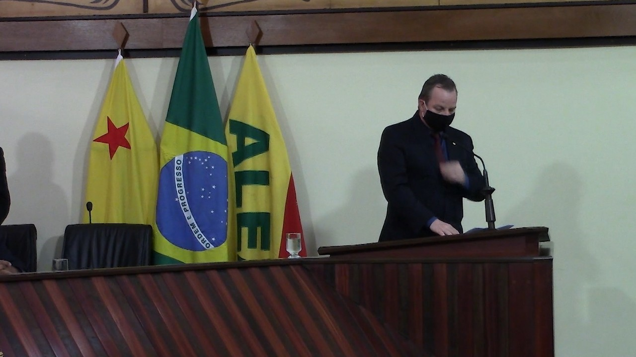 Juiz Pedro Longo toma posse como deputado estadual