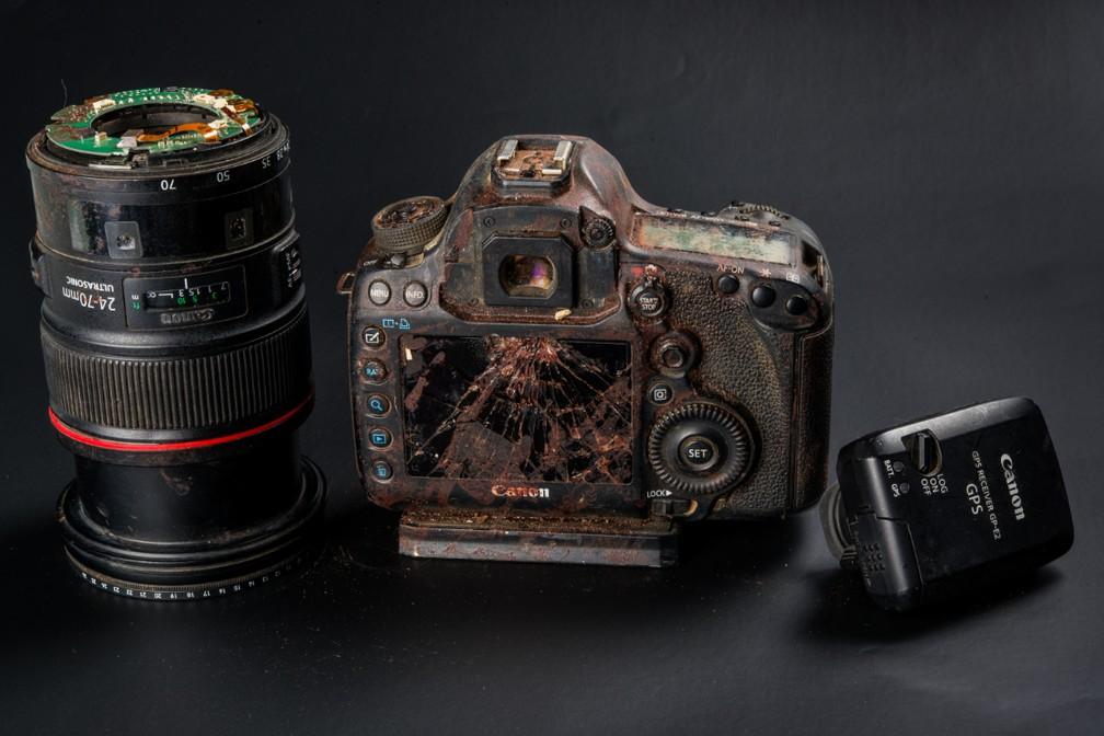 Máquina ficou destruída após acidente — Foto: Arquivo Pessoal