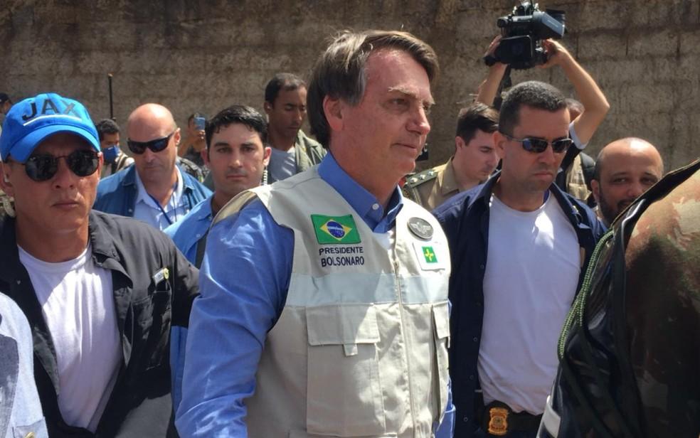 Presidente da República Jair Bolsonaro (sem partido) visita obra do hospital de campanha — Foto: Gabriel Tibaldo/TV Anhanguera