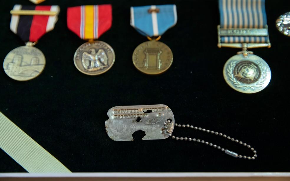-  Família do militar americano agora guarda sua placa de identificação junto de outras medalhas  Foto: AP Photo/J. Scott Applewhite