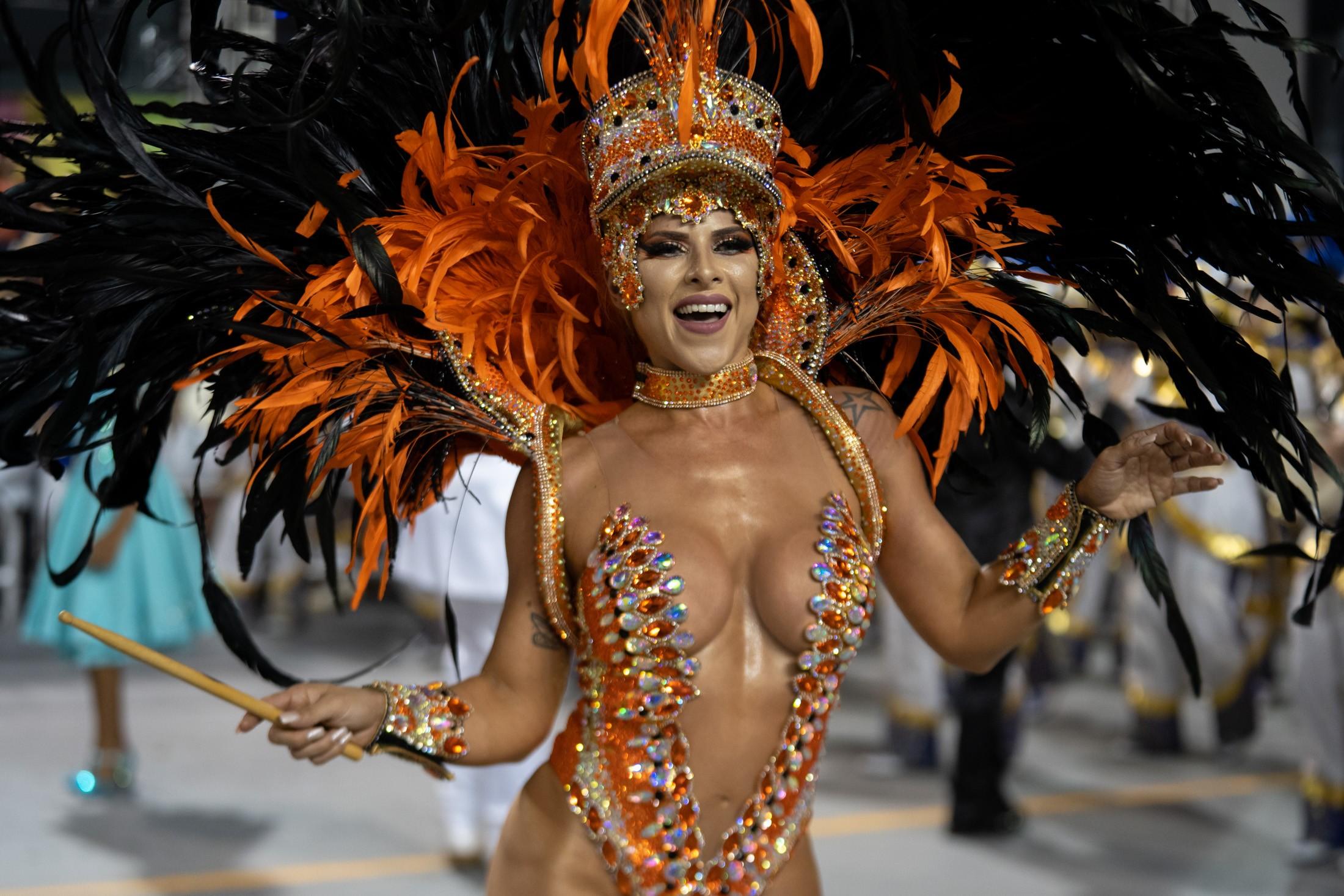 Ana Paula Minerato após desfile: 'Eu pulo muito e as coisas vão saindo'