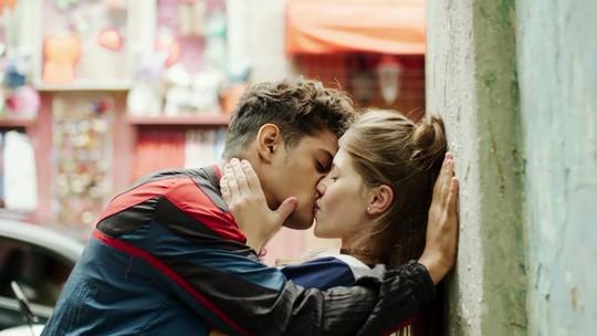 Anjinha e Cleber reatam namoro na novela 'Malhação'