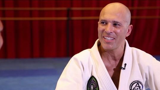 Campeão do primeiro UFC, Royce Gracie difunde jiu-jitsu como defesa pessoal